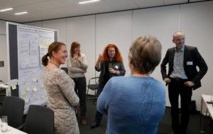 Die Teilnehmerinnen stellen ihre Kooperationsidee vor.